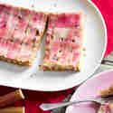 Rhabarber-Tarte mit Shortbread-Kruste