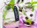 Infused Water mit Brombeeren & Blüten Eiswürfeln © Vera Wohlleben | nicest things