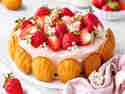 Erdbeer-Charlotte mit Madeleines © Vera Wohlleben | nicest things