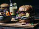 Gemüseburger mit Pommes Tricolore und selbstgemachten Dinkel-Burgerbötchen © Janine Hegendorf | Nuts and Blueberries