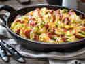 Kartoffelgratin mit Gruyère, Kabanos und Rosenkohl © Vera Wohlleben   nicest things