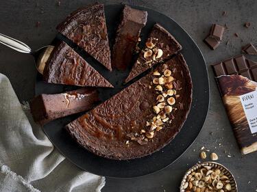 Veganer Nougat-Cheesecake mit Haselnüssen & Karamell