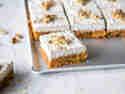 Raw Carrot Bites mit Kokos-Topping