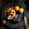 Zitronenrotkraut und Süßkartoffel-Kürbis-Knödeln zu Nussbraten mit Maronensauce