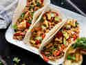 Vegetarische Jackfrucht Tacos mit gegrillter Ananas