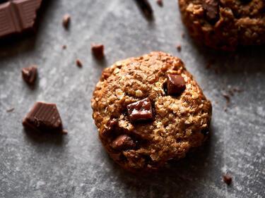 Vegane Haferkekse mit Kokosblütenzucker und Schokolade