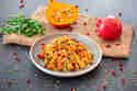 Bulgursalat mit Kichererbsen, Kürbis und Granatapfel © Maria & Perry | Resipis