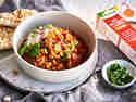 Chili sin Carne mit Linsen in Form von Bonduelle À LA REIS® Linsen & Karotten in Schüssel
