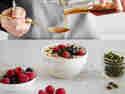Deinen selbstgemachten Joghurt kannst du mit allem toppen, worauf du Lust hast.