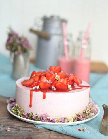 Muttertagsgeschenke_Erdbeershake-Torte_DasKnusperstuebchen