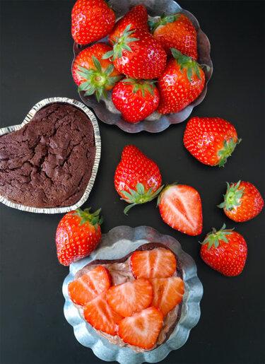 Muttertagsgeschenke_Schokoladentorte-mit-Erdbeeren4_SiasSoulfood