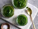 Selbst gemachtes Rucola-Pesto als Dip, Dressing oder zu Nudeln