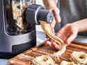 Glutenfreie Nudeln aus elektrischer Nudelmaschine