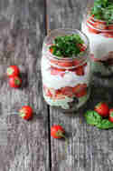 Erdbeere_Erdbeer-Basilikum-Dessert_ACakeADay
