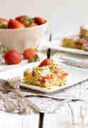 Erdbeere_White-Chocolate-Blondies-mit-Erdbeeren_ZimtkeksUndApfeltarte