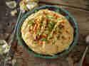 Hummus mit geröstetem Knoblauch