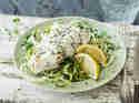 Hähnchen mit Zitronen-Chia-Joghurt auf Zucchini Nudeln _mag
