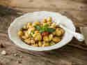 Gnoochi mit Fenchel, Sellerie und Haselnüssen