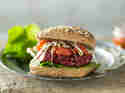 Tofu-Burger mit fruchtig-süßer Tomatensauce