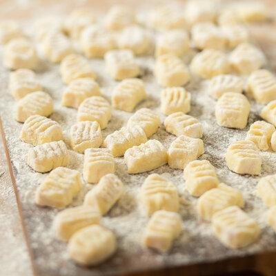 nudeln selber machen so gelingt dein perfekter pastateig. Black Bedroom Furniture Sets. Home Design Ideas