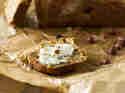Zucchinibrot mit Datteln und Zitronencreme