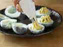 Teuflische Eier mit Avocado-Wasabi-Creme_step-4
