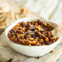 Winterliches Chili con Carne mit Schokolade und Walnüssen_featured
