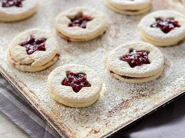 Deutsche Weihnachtsplätzchen.Süße Spitzbuben Plätzchen Mit Marmelade