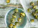 Rosenkohl-Spieße mit Kokosnuss-Minz-Dip