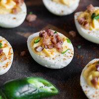 Gefüllte Eier mit knusprigem Speck