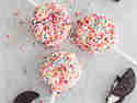 Kunterbunte Cookie Cake Pops