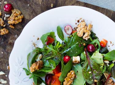 Salat Mit Walnüssen Ziegenkäse Und Honigsenf Dressing