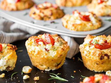 der hingucker auf deinem partybuffet tomaten feta muffins. Black Bedroom Furniture Sets. Home Design Ideas