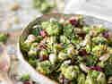 Roher Brokkolisalat mit Cashew-Creme