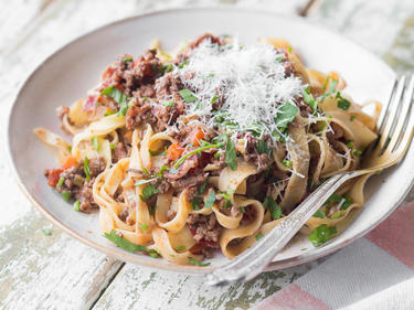 Selbstgemachte Bolognese Sauce mit Tagliatelle