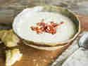 Cremige Pastinakensuppe mit Speck