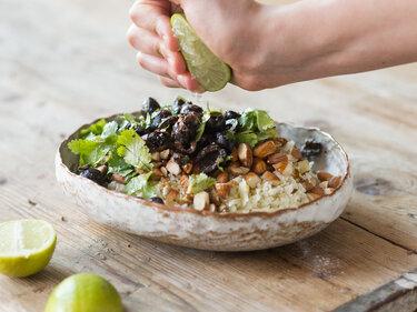 Wie du aus Blumenkohl, Mandeln und Oliven Couscous machst-3