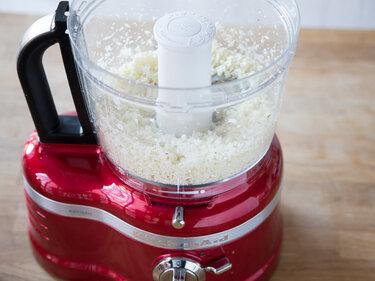 Wie du aus Blumenkohl, Mandeln und Oliven Couscous machst-2