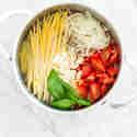Linguine mit Kirschtomaten und Basilikum