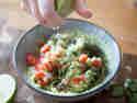 Guacamole - Limettensaft zuegeben