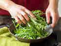 Grüner Rucola für die Buddha Bowl