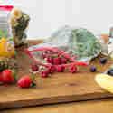 Obst und Gemüse einfrieren und Smoothie-Power für die ganze Woche parat haben.