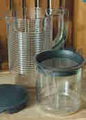 Pulp- und Saftbehälter des KitchenAid Artisan Slow Juicers