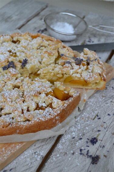 Aprikosen-Streusel-Kuchen © The Recipe Suitcase