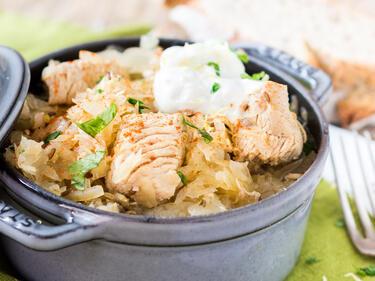 Szegediner Putengulasch mit Sauerkraut und Paprika