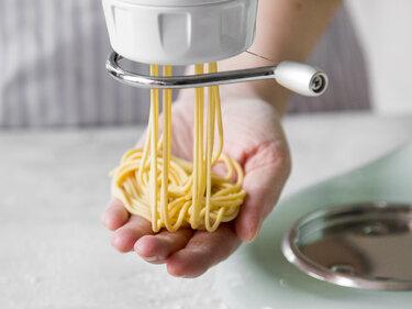 Spaghetti selber machen mit der KitchenAid Pastapresse