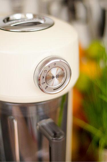 KitchenAid Hochleistungsstandmixer Artisan im Detail © Elle Republic