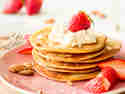 Low Carb Mandel-Pancakes mit Frischkäse