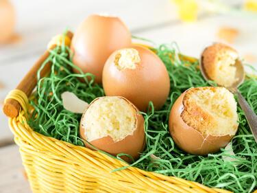 In Der Eierschale Gebacken Oster Uberraschungskuchen