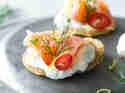 Mini-Pfannkuchen mit Räucherlachs